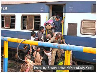 Passengers trying to gain entry into a train from the wrong side at Patna Junction.