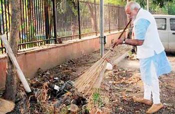 PM Modi engaging in 'Clean India' campaign.