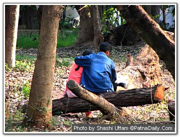 A young couple at Patna's Botanical Garden.