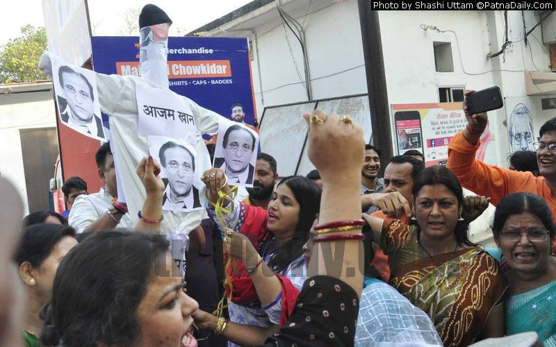 BJP women burn effigy of SP leader Azam Khan outside party office in Patna on Monday.