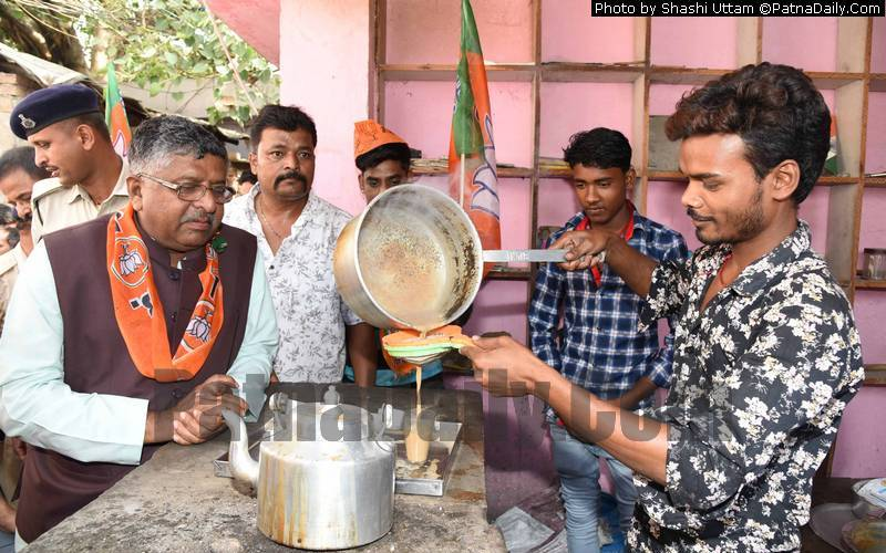 BJP candidate from Patna Saheb Ravi Shankar Prasad stopping by at a roadside tea stall in Patna on Monday.