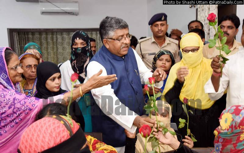Muslim women congratulating Ravi Shankar Prasad for passing Triple Talaq Bill.