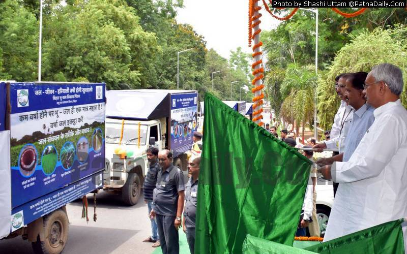 Chief Minister Nitish Kumar flagging-off Jal-Jeevan-Hariyali Rath from Patna on Saturday.