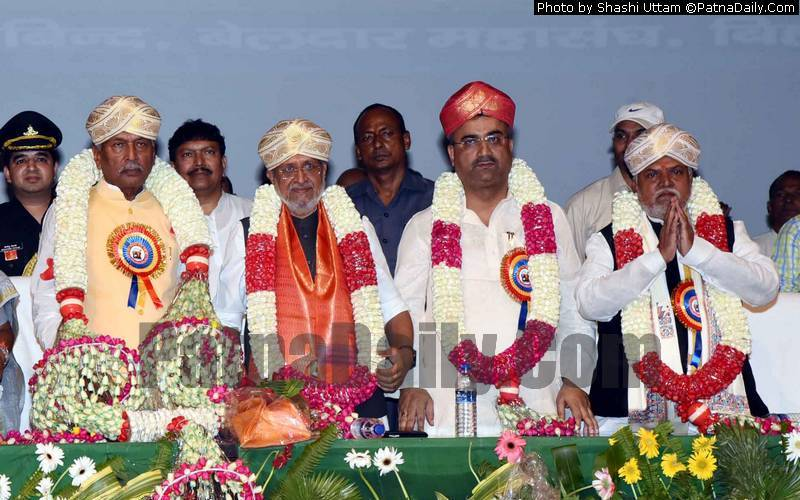 Bihar Governor Fagu Chauhan being honored by Nonia, Bind, Beldar Mahasangh in Patna on Tuesday.