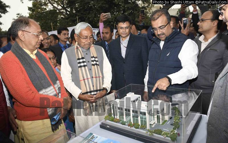 CM looking at the model of a new hospital in Patna.