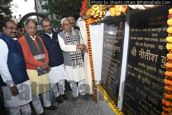 Nitish unveiling foundation stone of a new hospital in Patna.