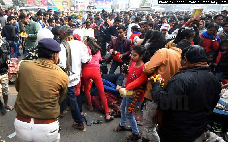Police resort to lathi charge outside Mahavir Temple in Patna on Tuesday.