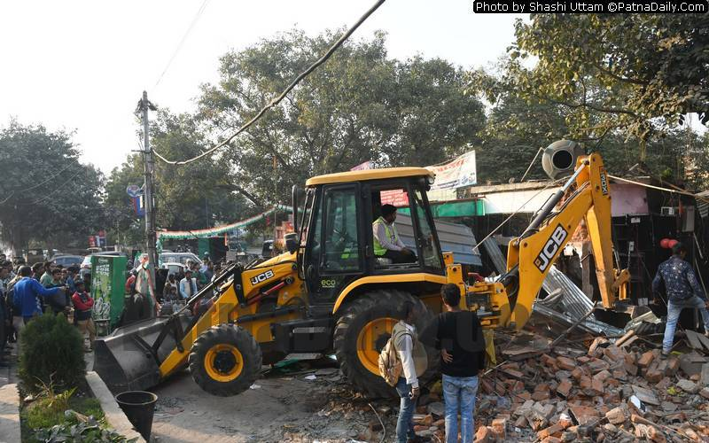 Anti-encroachment drive near Vidyut Bhawan in Patna on Wednesday.