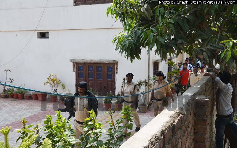 Police carries out raid at Hulas Pandey's home in Patna.