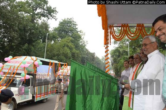 Nitish flagging off 'rabi raths' from Patna.