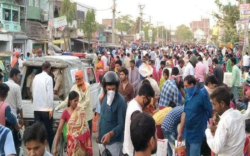 People step out of their homes in Sheikhpura area despite complete lockdown in effect.