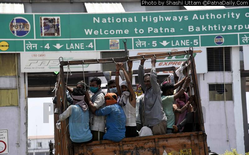 Migrant workers, defying Coronavirus directives, returning to Bihar from other states.