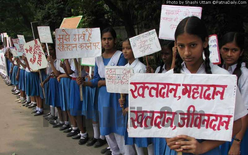 Patna schoolgirls promoting blood donation (file photo).