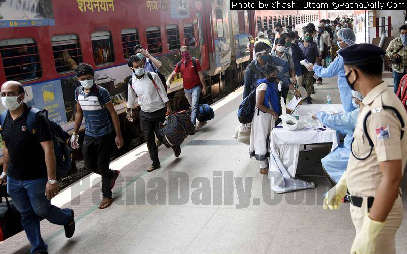 Migrant workers returning to Bihar by Shramik Express.