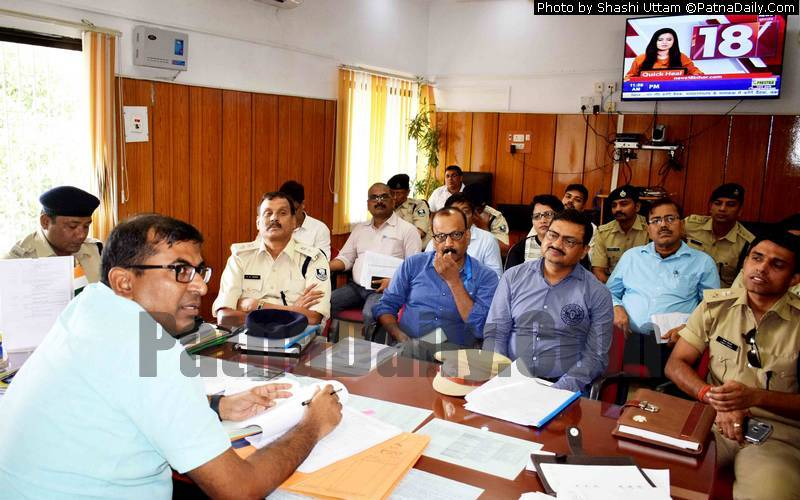 Patna DM Kumar Ravi reviewing security preparation for Bakr-Eid.