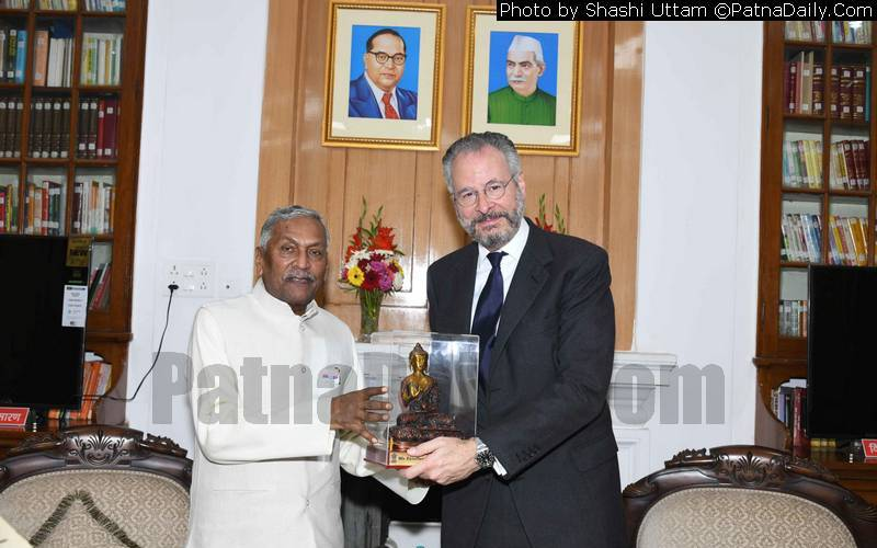 Brazilian ambassador to India André Aranha Correa do Lago meeting with Bihar Governor Fagu Chauhan.