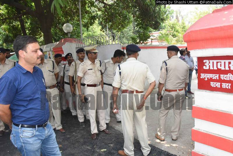 Police investigating the suicide of a police jawan at the SDO's residence in Chhajjubagh.