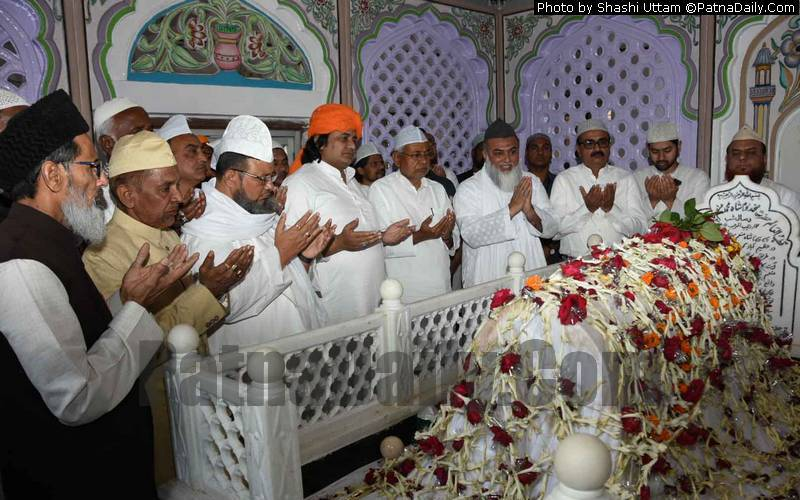 CM Nitish Kumar paying respect to a Sufi saint in Patna City on Monday.
