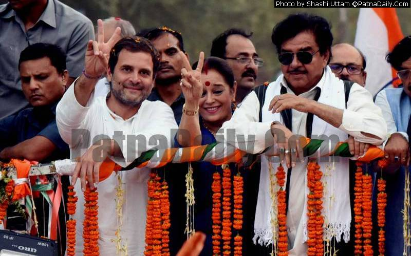 Congress leader Shatrughan Sinha doing road show in Patna with Congress chief Rahul Gandhi on Thursday.