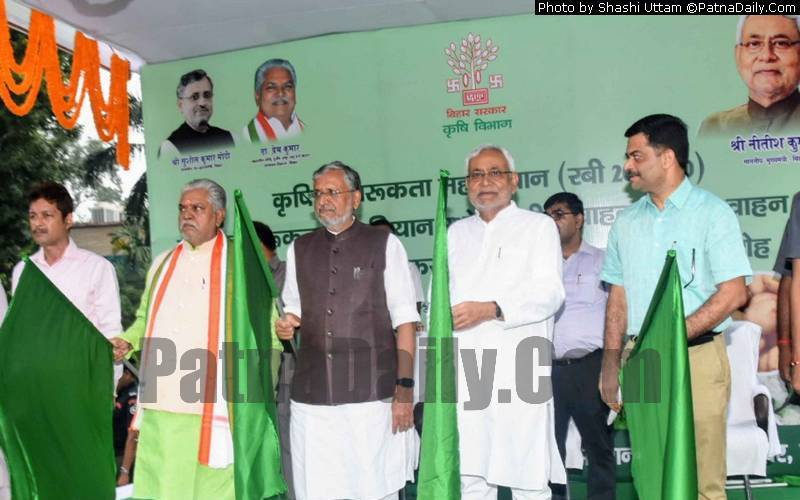 Nitish Kumar and other NDA leaders flagging off 'Rabi Rath' from Patna on Sunday.