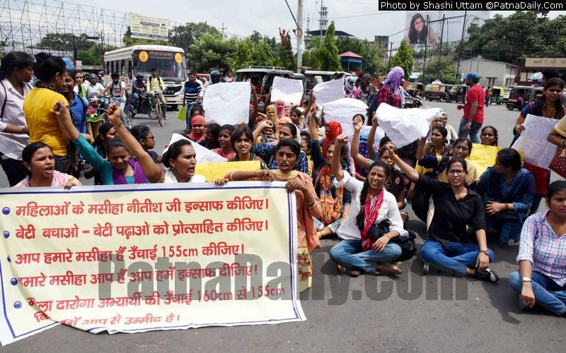 Women aspiring to become constables protest in Patna on Friday.
