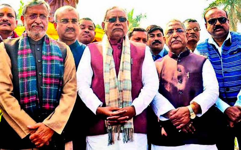 Nitish Kumar with other NDA leaders at the unveiling of a statue of Pt. Deendayal Upadhyaya in Rajendra Nagar in Patna on Tuesday.